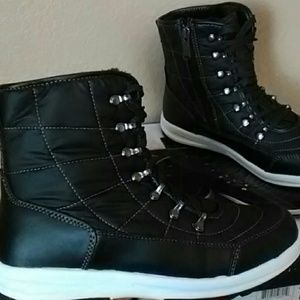 Shoes - Weatherproof boots